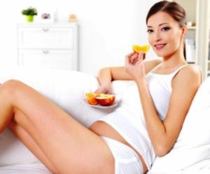 gravida-comendo-frutas
